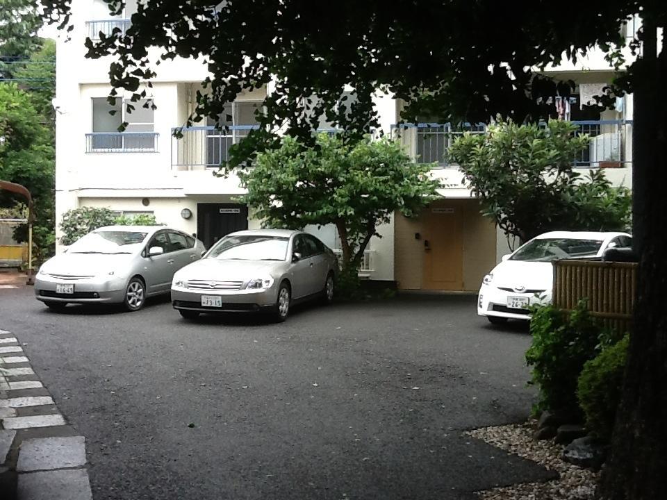 仙川斎場駐車場