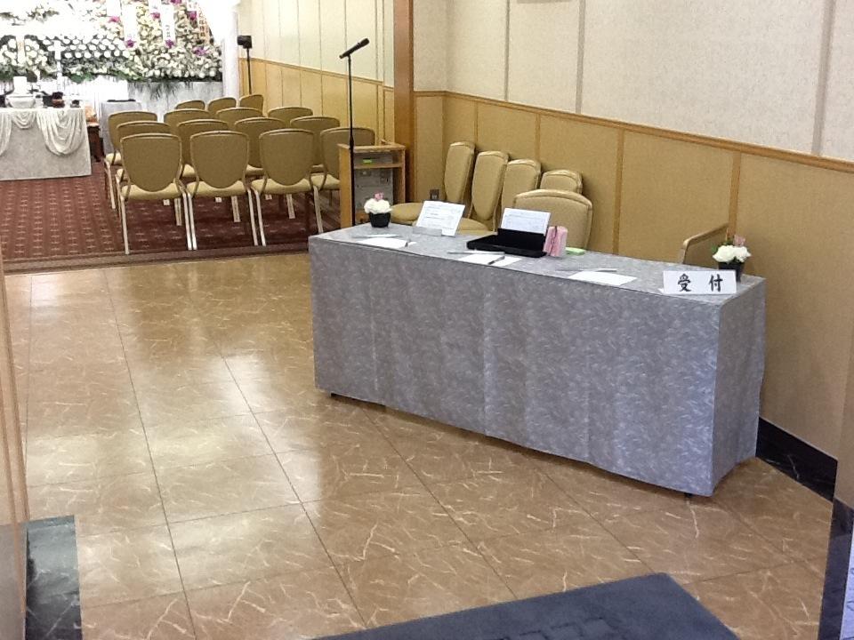 多磨葬祭場(日華斎場)式場受付設置例